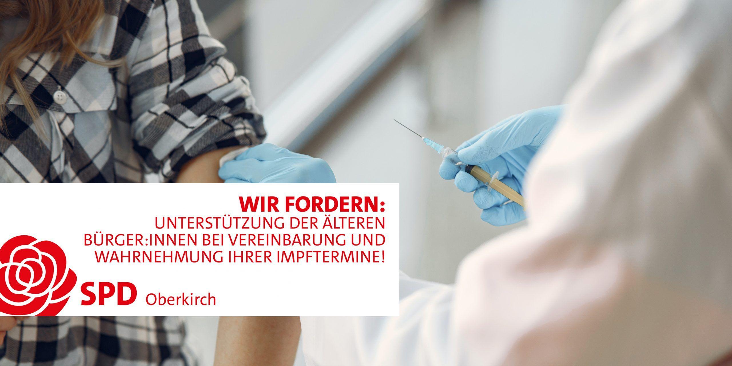 Impfung, junge Frau wird von Ärztin geimpft